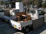 家具・家電等、分別積載して回収します。